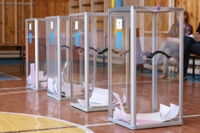 До Івано-Франківської облради проходить шість партій