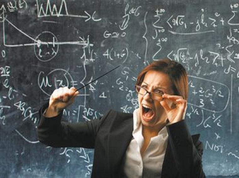 Школярі зняли на відео, як вчителька фізики била їхнього однокласника (ВІДЕО)