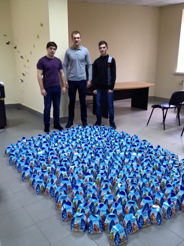 До Дня Святого Миколая 250 маленьких прикарпатців отримали солодкі подарунки