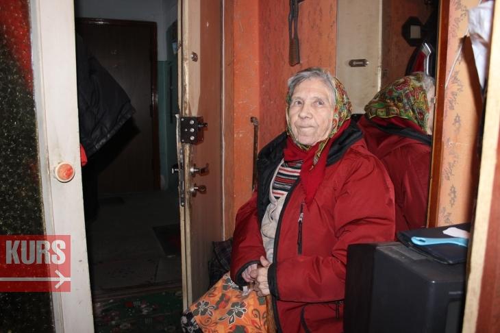 В Івано-Франківську син вигнав свою матір-пенсіонерку з квартири, привівши туди циганку з дітьми (фото+відео)