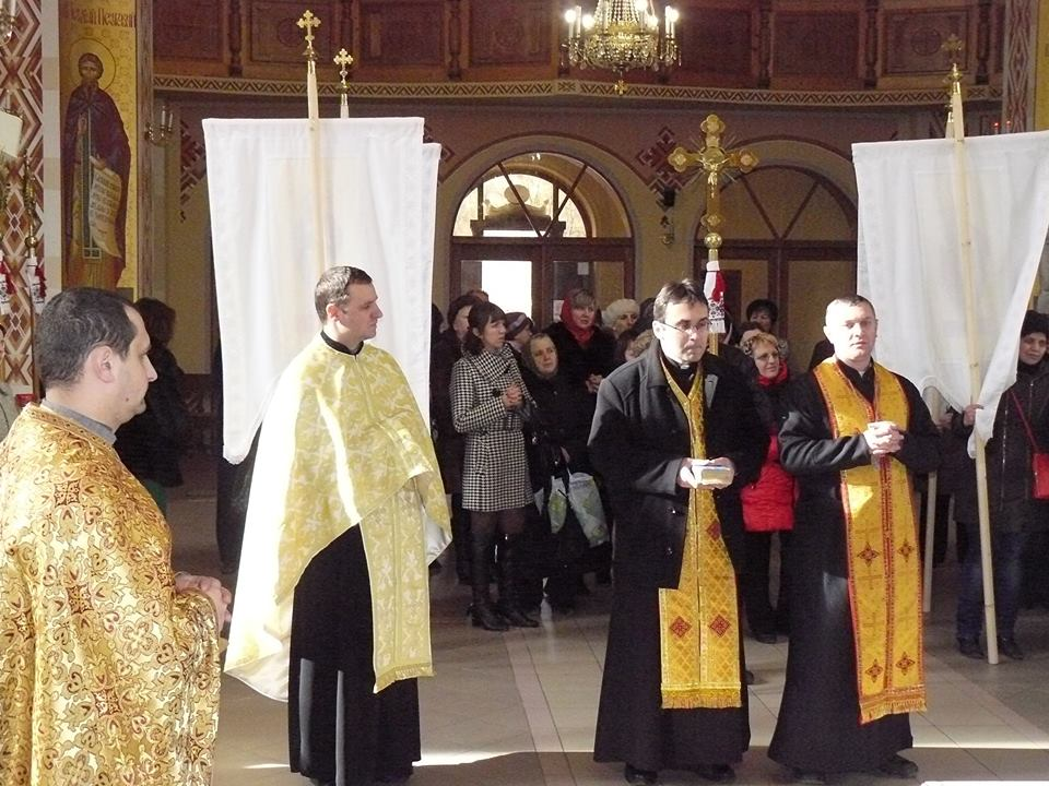 На Прикарпаття привезли мощі Івана Павла ІІ та благословенну ним ікону (фото)
