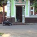 Курйоз: міні-BMW X6 припаркувалось біля забігайлівки в Івано-Франківську (ФОТО)