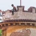 У Празі латвієць забрався на вежу, чекав дракона і кидав в перехожих цеглини