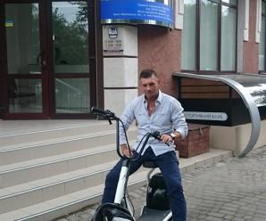 Новий мейнстрім у Франківську: Роман Стефанишин пересів на електробайк