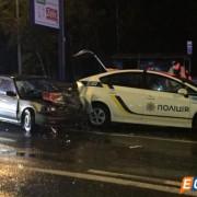У Києві в 2 патрульні авто врізались машини під час оформлення ДТП