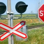 В Івано-Франківській області потяг зіткнувся з джипом, водій автівки утік