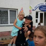 Франківські патрульні привітали дівчинку-сироту з Днем народження
