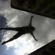 В Івано-Франківську з балкону третього поверху випав нетверезий чоловік