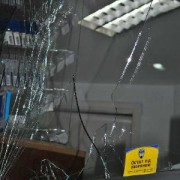 В Івано-Франківську розлючений молодик побив вікна в кафе