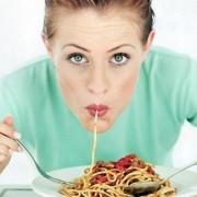 Медики пояснили, чим небезпечна звичка швидко їсти