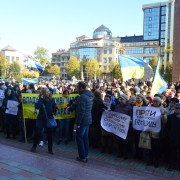 """Більше тисячі людей під """"Білим домом"""" протестують проти високих тарифів (ФОТО)"""
