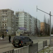 На аварійному перехресті вулиць Миколайчука-Стуса комунальники встановлюють світлофор