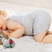 Чому не можна фотографувати сплячих діток?