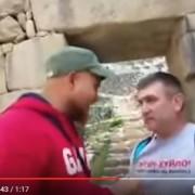 У Перу «ватник» накинувся на футболку з образою Путіна