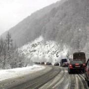 На межі Львівської і Закарпатської областей транспорт рухається зі швидкістю 10 кілометрів на годину