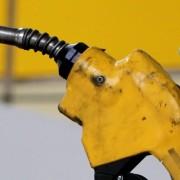 Ціна на бензин не зростатиме. В Україні виготовлятимуть власне дешевше пальне