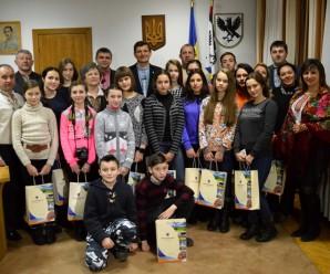 Школярі з Донеччини прийшли поколядувати до голови Івано-Франківської облради