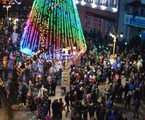 Як сардини в банці. Тисячі іванофранківців заполонили головну площу міста, святкуючи Новий рік (фото)
