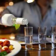 Горілку – до дна, шампанське – залпом. А ви вмієте правильно пити?
