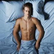 Як сон у білизні впливає на здоров'я чоловіків: вчені попереджають