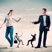 9 ознак, що вами маніпулюють
