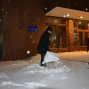 Компенсація імпотентності піаром. Марцінків зігнав франківських чиновників на прибирання снігу (фото)