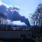 На Калущині горить меблева фабрика: стовпи густого диму добряче налякали мешканців (фото + відео)