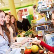 """""""Розвести"""" лоха-покупця"""": екс-працівник супермаркету розкрив усі прийоми недобросовісних продавців"""