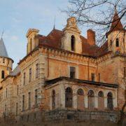 Садиба графа Рея, що розташована на Франківщині, потрапила у ТОП-5 закинутих фортець (фото)