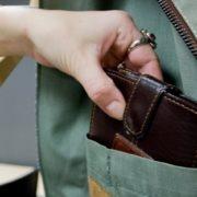 У Франківську на ринку спіймали кишенькову злодійку