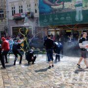 Поливаний понеділок: у Львові та Івано-Франківську відбулися водяні бої (ФОТО)