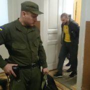 У Франківську за наркоторгівлю та хабар поліцейського засудили до двох років ув'язнення
