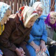 Маразм на лице, щоб діти в дворі не гралися, пенсіонери влаштували для них сюрприз (фото)