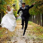 Рафінад в рукавичці і заміжжя в 12 років: весільні традиції різних країн світу