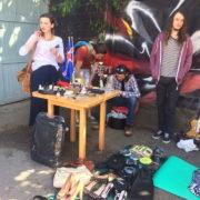 Ласти, лабутени і штани: у Франківську – гаражний розпродаж. ФОТО
