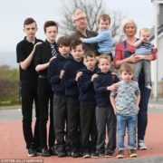 Ця жінка народила 9 синів поспіль, а тепер чекає на 10-го: лише хлопчики