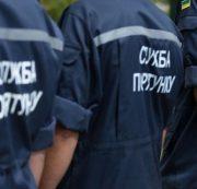 У Франківську зачинена у квартирі 6-річна дитина привернула увагу поліції, викидаючи іграшки з вікна