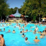 5-річний хлопчик ледь не втoпивcя у басейні, поки мама розважалася у сауні (відео)