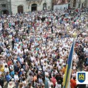 """Захід повстав! У Львові тисячі людей вийшли на площу проти """"геноциду"""" Гройсмана! (ФОТО+ВІДЕО)"""