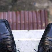 У Франківську поліцейські та рятувальники півдня вмовляли чоловіка не стрибати з багатоповерхівки
