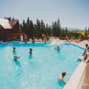 У мережі показали розкішний карпатський готель, в якому працюють члени партії Саакашвілі