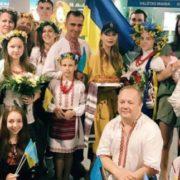 Тіна Кароль виконала гімн України прямо в аеропорту (відео)