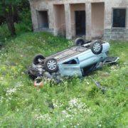 В Івано-Франківській області автомобіль злетів з дороги та перекинувся (фото)