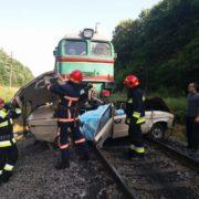 На Прикарпатті поїзд протаранив машину: подружжя з дітьми загинуло