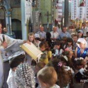 Священик, якого звинувачують у крадіжці грошей, за день купив дві квартири у Франківську