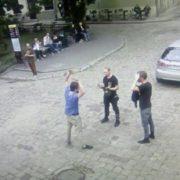Це нормально? В центрі Львова поляк бігав без трусів, але він дав серйозне пояснення