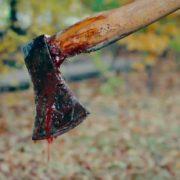 """""""Нижче пояса юшила кров, у руках тримав сокиру…"""": Шокуючі подробиці інциденту, де чоловік відрубав собі статевий орган"""