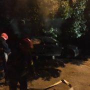 """Горіло-палало: у Франківську на Пасічній підпалили автомобіль """"Ауді"""". ФОТО"""