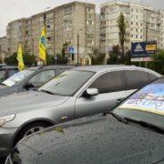 """Доступне розмитнення: в Івано-Франківську відбувся автопробіг власників авто на """"єврономерах"""" (відео)"""