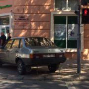 Майстер паркування: горе-водій зупинив свою автівку на пішохідному переході. ФОТО